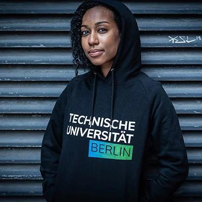 media/image/hoodie-women-black-03iFkdz2Ab9ItF8.webp