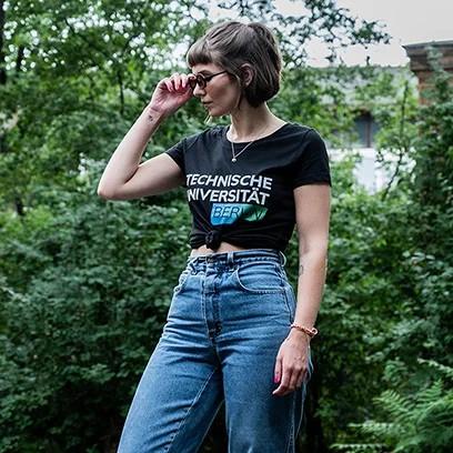 media/image/tshirt-women-black-02dA15FrvuSFd9b.webp